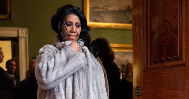 Aretha Franklin, 76, is 'gravely ill' and surrounded by her family