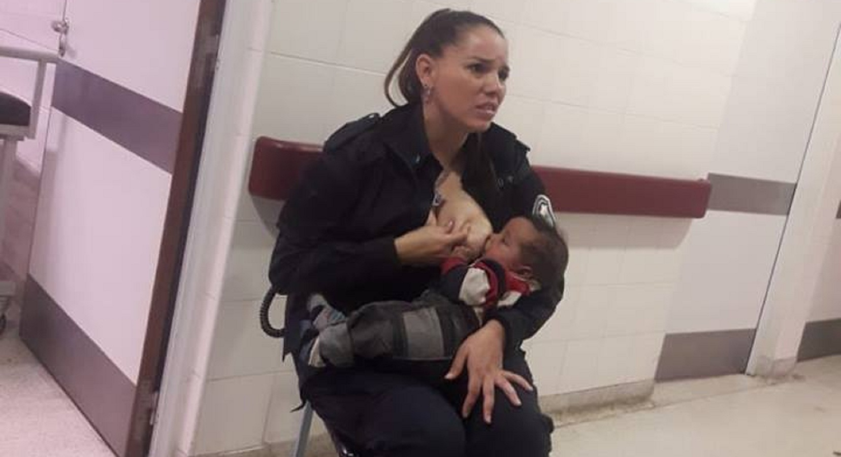 "On-duty Policewoman praised for breastfeeding ""neglected"" hungry and crying baby!"