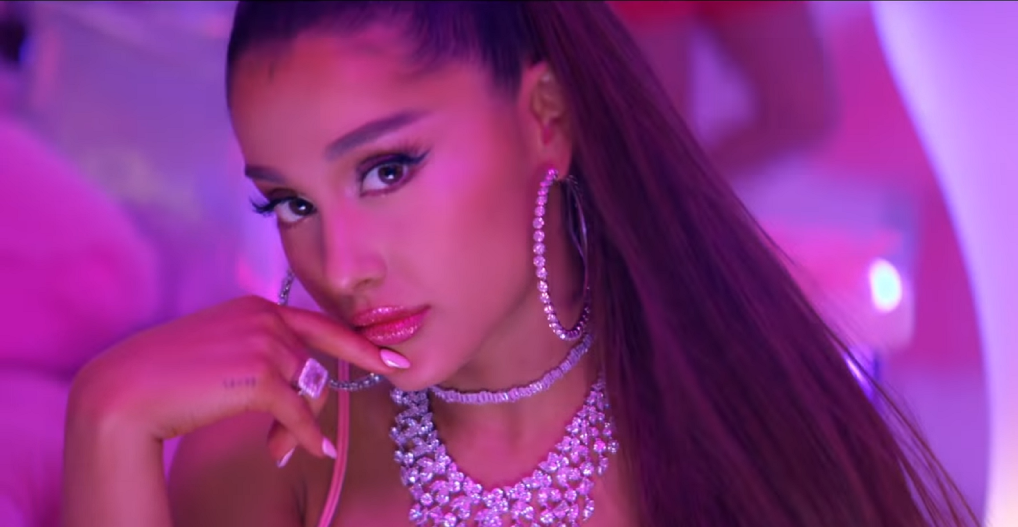 Ariana Grande's '7 Rings' Enjoys 8th Week at #1 on Billboard Hot 100